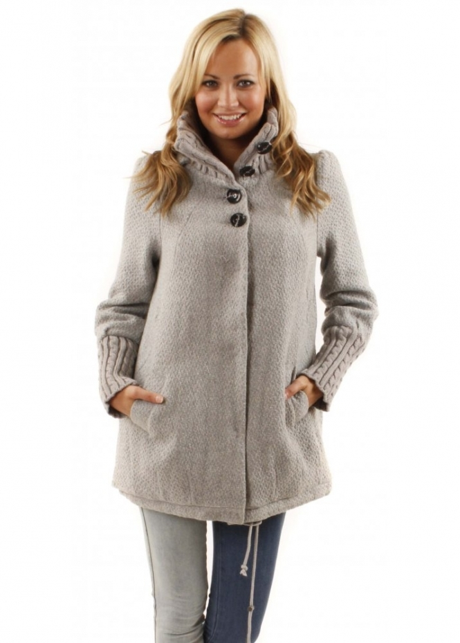 Shop the latest styles of Womens Short Gray Coats at Macys. Check out our designer collection of chic coats including peacoats, trench coats, puffer coats and more!