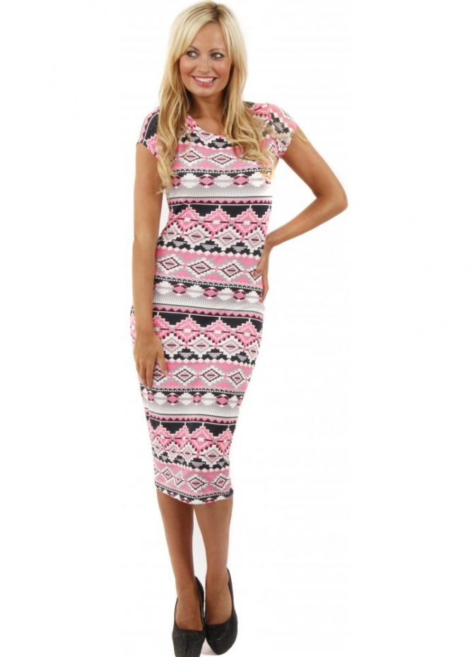 Product Features prints and a relaxed fit will make this lounge dress your go-to favorite.