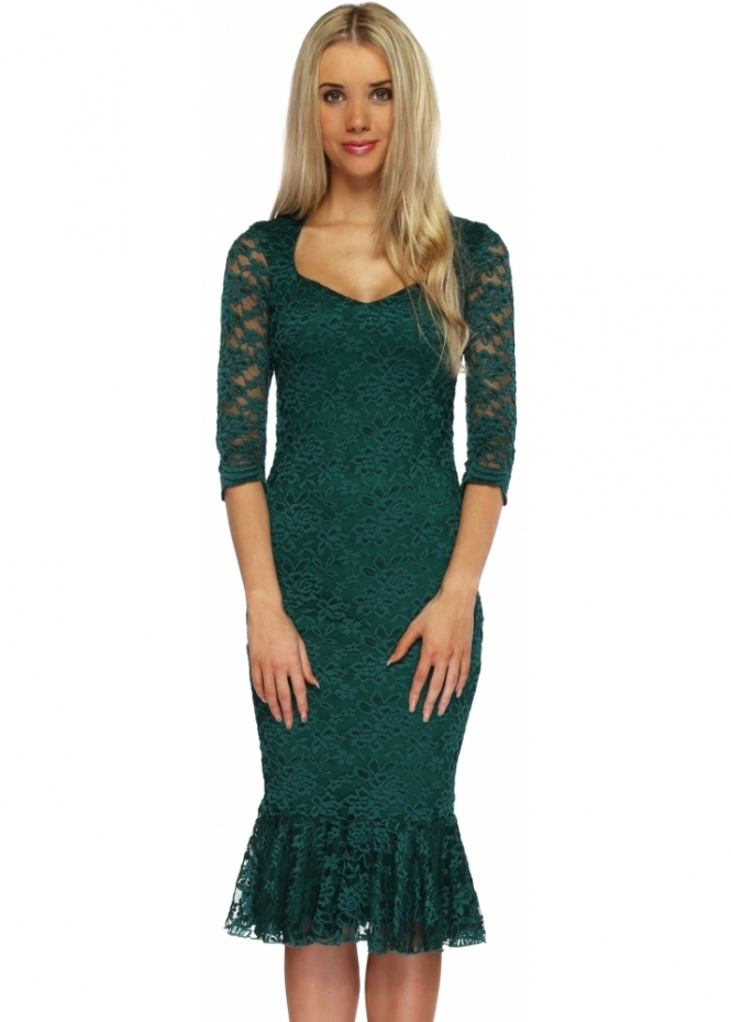 Green dresses have been growing in popularity recently, and with a stunning range of shades from rich emeralds, deep forest greens, and even soft mints, it is easy to see why.