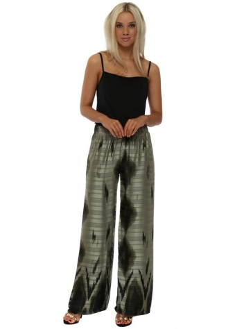 Green Graphic Print Palazzo Pants