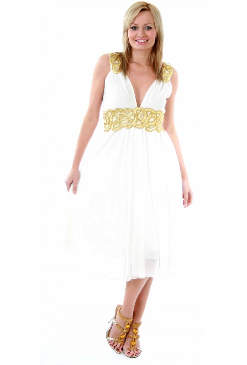 There are short prom dresses with scalloped hemlines, long white ball gowns with layered tulle skirts, and short white homecoming dresses with pleated skirts. For an edgy vibe, choose a long prom dress with cut outs or an alluring form-fitting evening gown with an enticing slit.