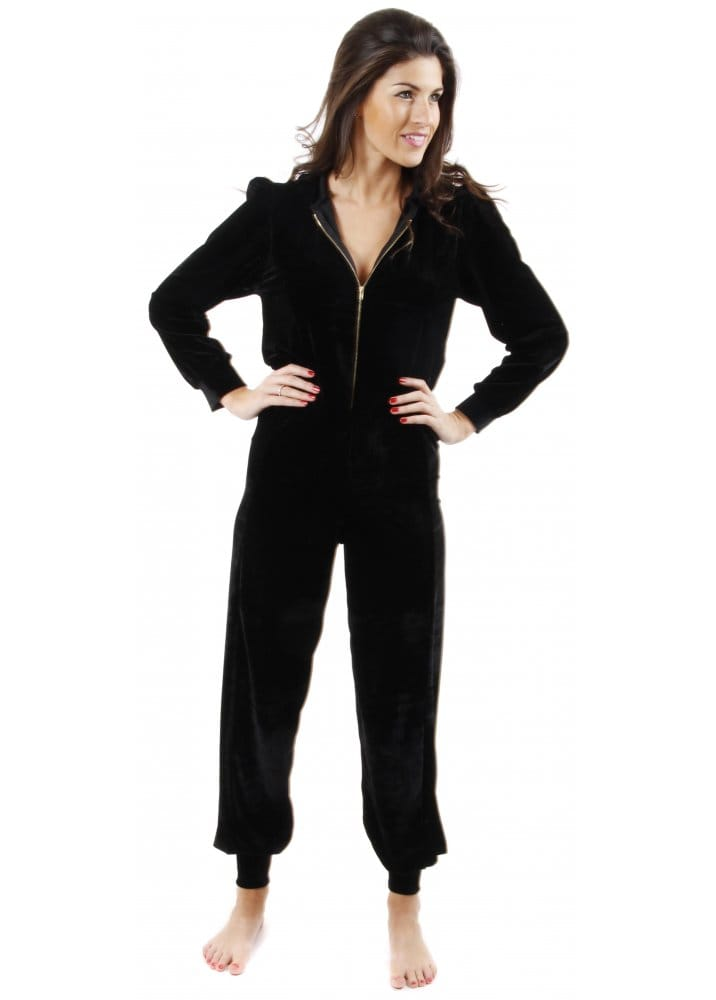 Womens onesies Are you planning to buy a womens onesie for you or your best friend? Look no further, we offer the best and the cutest range of womens onesies with tons of designs and colours which you can choose from at a fraction of the price - newly updated for Christmas